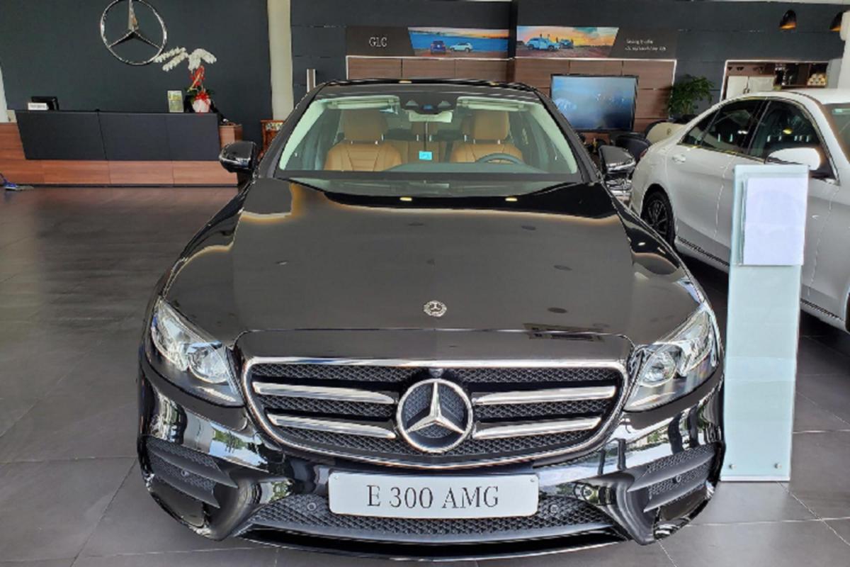 Can canh Mercedes-Benz E300 AMG hon 2,8 ty tai Viet Nam-Hinh-2