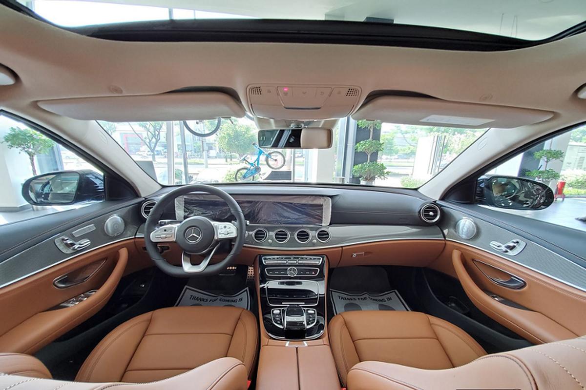 Can canh Mercedes-Benz E300 AMG hon 2,8 ty tai Viet Nam-Hinh-4