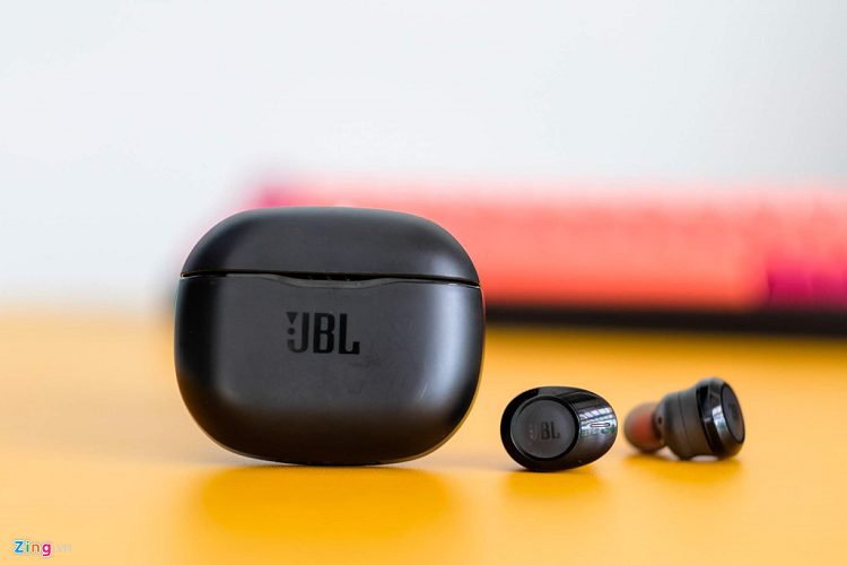 Chi tiet tai nghe True Wireless gia re nhat tu JBL
