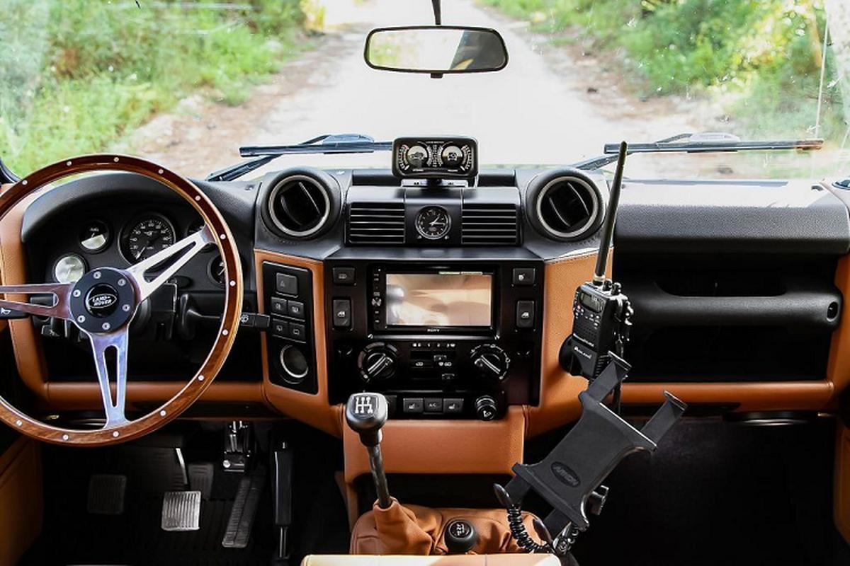 Ngam xe Land Rover Defender ECD do khung cho dan phuot-Hinh-3