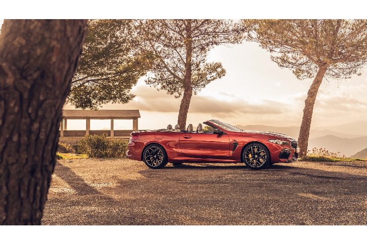 Chi tiet BMW M8 Competition mui tran tu 162.000 USD