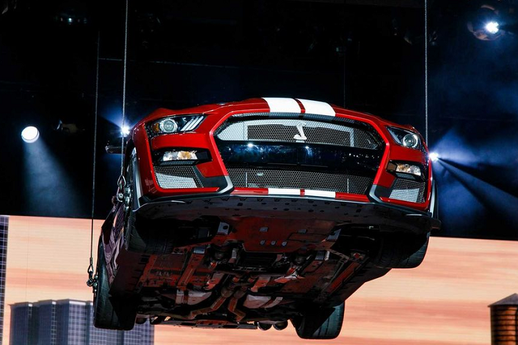 """Ford Mustang Shelby GT500 """"doi gia"""" len toi 3,94 ty dong-Hinh-2"""