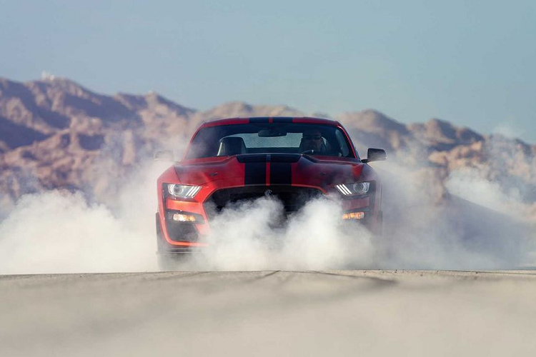 """Ford Mustang Shelby GT500 """"doi gia"""" len toi 3,94 ty dong-Hinh-3"""