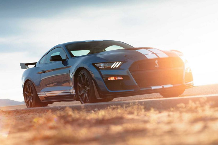 """Ford Mustang Shelby GT500 """"doi gia"""" len toi 3,94 ty dong-Hinh-7"""