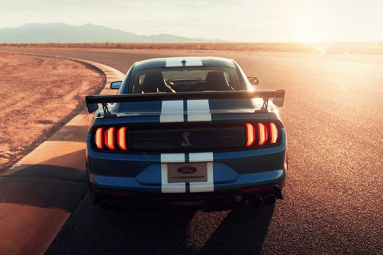"""Ford Mustang Shelby GT500 """"doi gia"""" len toi 3,94 ty dong-Hinh-8"""