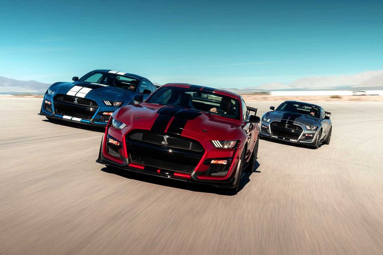 """Ford Mustang Shelby GT500 """"doi gia"""" len toi 3,94 ty dong"""