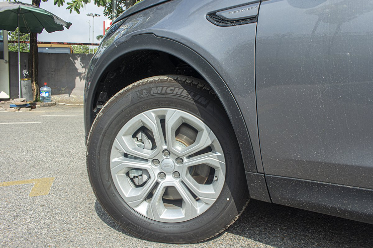 Xe Land Rover Discovery Sport S 2020 chinh hang 2,8 ty dong-Hinh-8