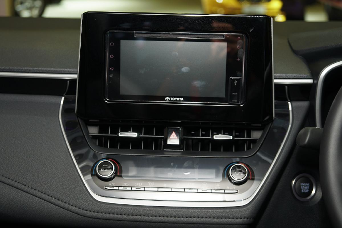 Toyota Corolla Altis gan 1,8 ty tai Singapore, gap doi Viet Nam-Hinh-8