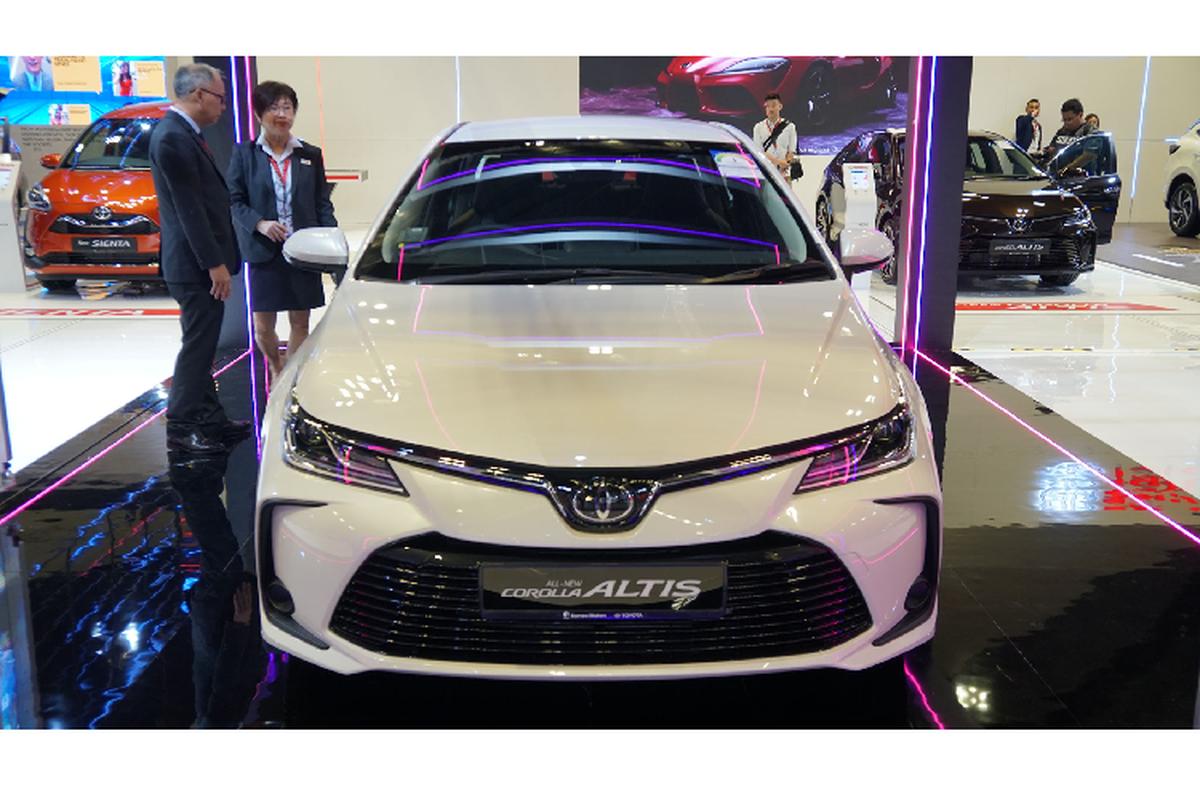 Toyota Corolla Altis gan 1,8 ty tai Singapore, gap doi Viet Nam