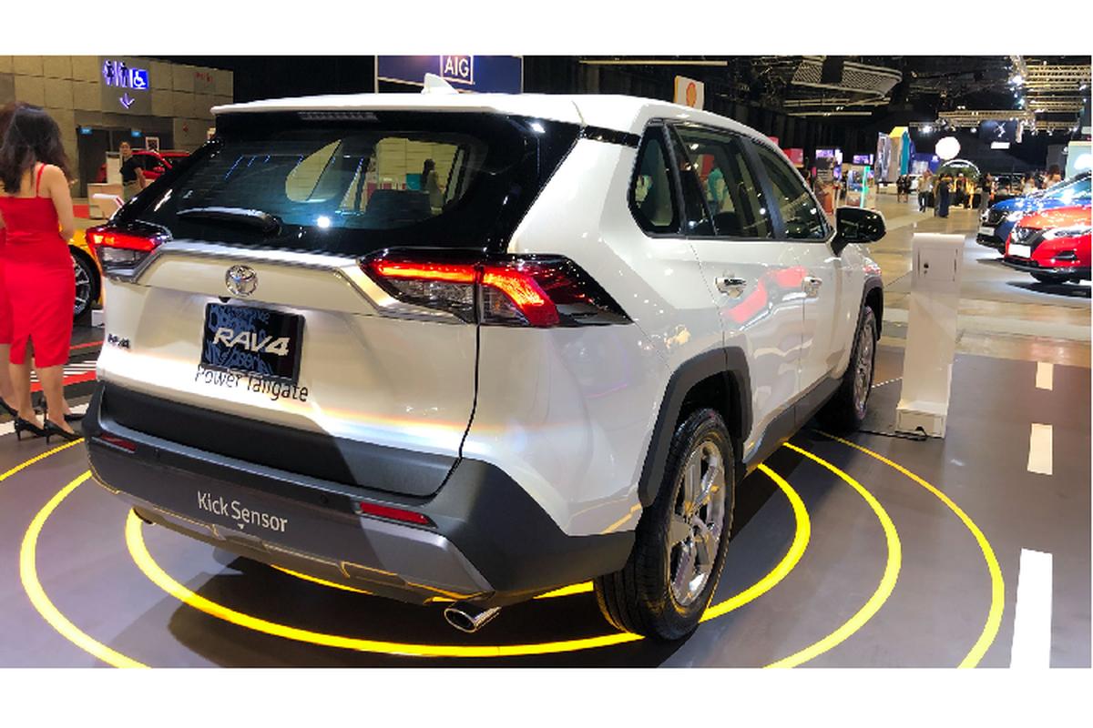 Toyota RAV4 toi 2,27 ty dong tai Singapore, sap ve VN?-Hinh-5