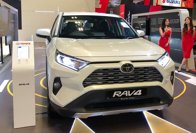 Toyota RAV4 toi 2,27 ty dong tai Singapore, sap ve VN?