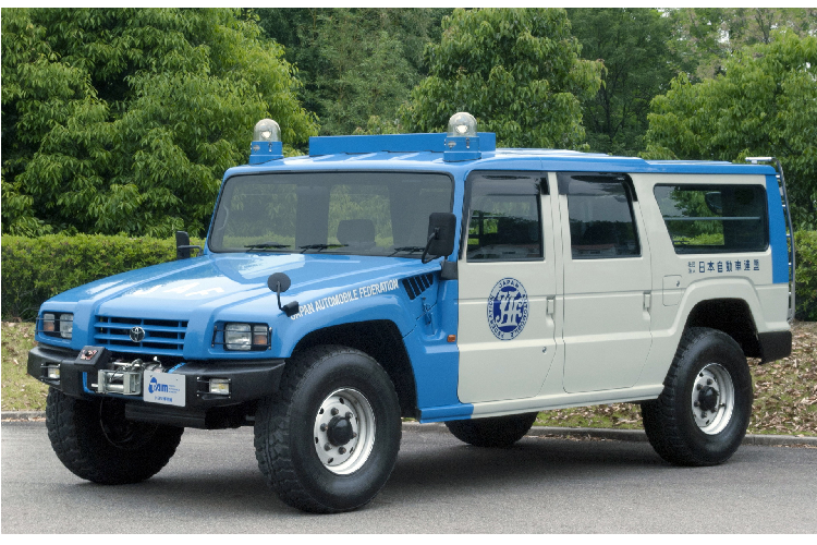 Can canh SUV Toyota Mega Cruiser,