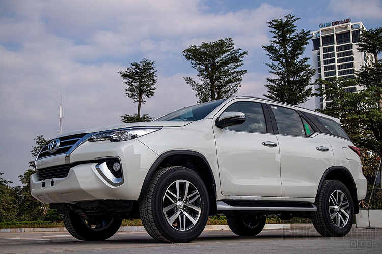 Can canh Toyota Fortuner 2020 lap rap Viet Nam, hon 1 ty dong-Hinh-10