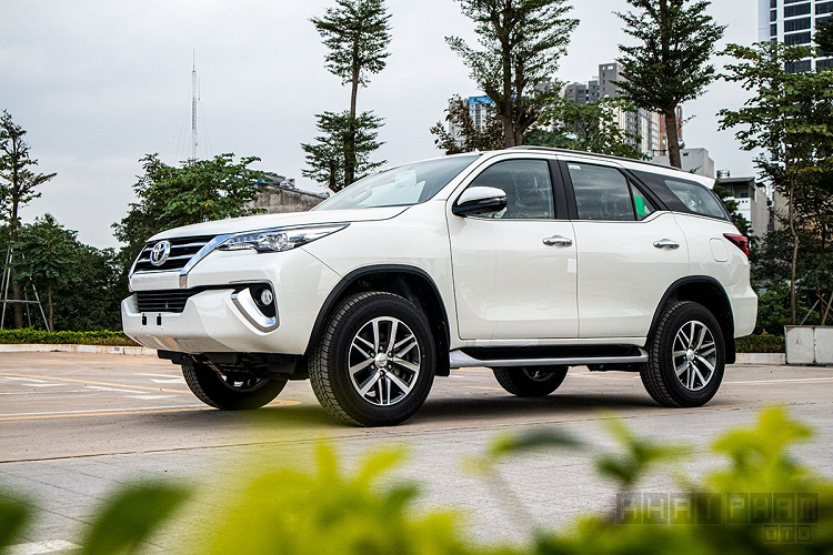 Can canh Toyota Fortuner 2020 lap rap Viet Nam, hon 1 ty dong-Hinh-2
