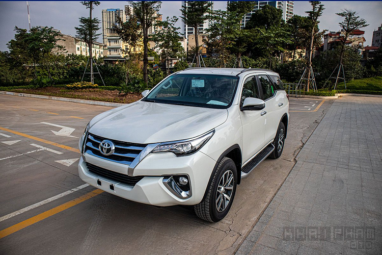 Can canh Toyota Fortuner 2020 lap rap Viet Nam, hon 1 ty dong-Hinh-3