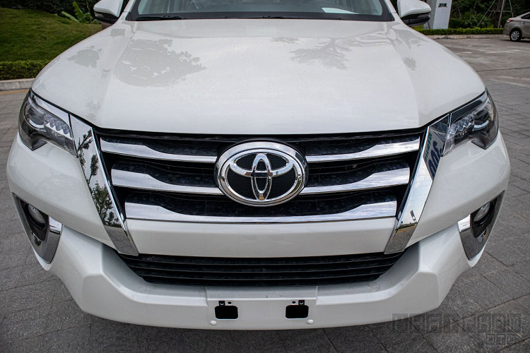 Can canh Toyota Fortuner 2020 lap rap Viet Nam, hon 1 ty dong-Hinh-6
