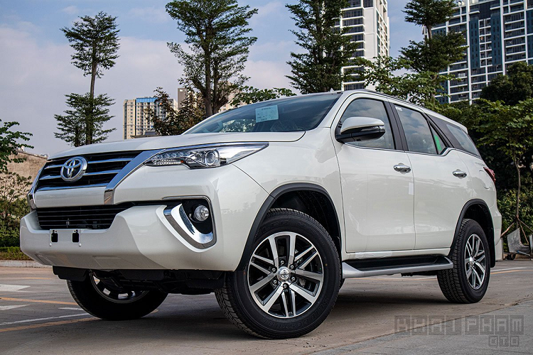 Can canh Toyota Fortuner 2020 lap rap Viet Nam, hon 1 ty dong