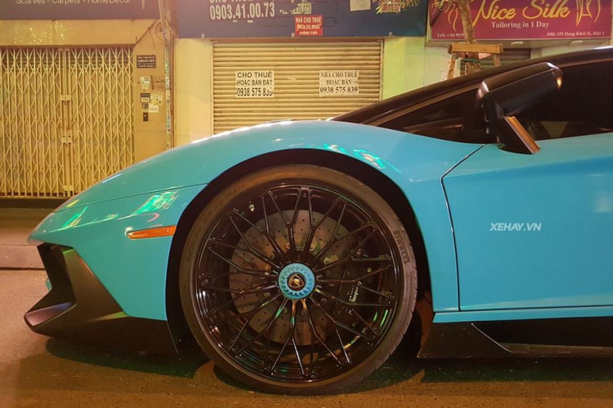 Cham mat Lamborghini Aventador SV hon 30 ty tai Viet Nam-Hinh-3