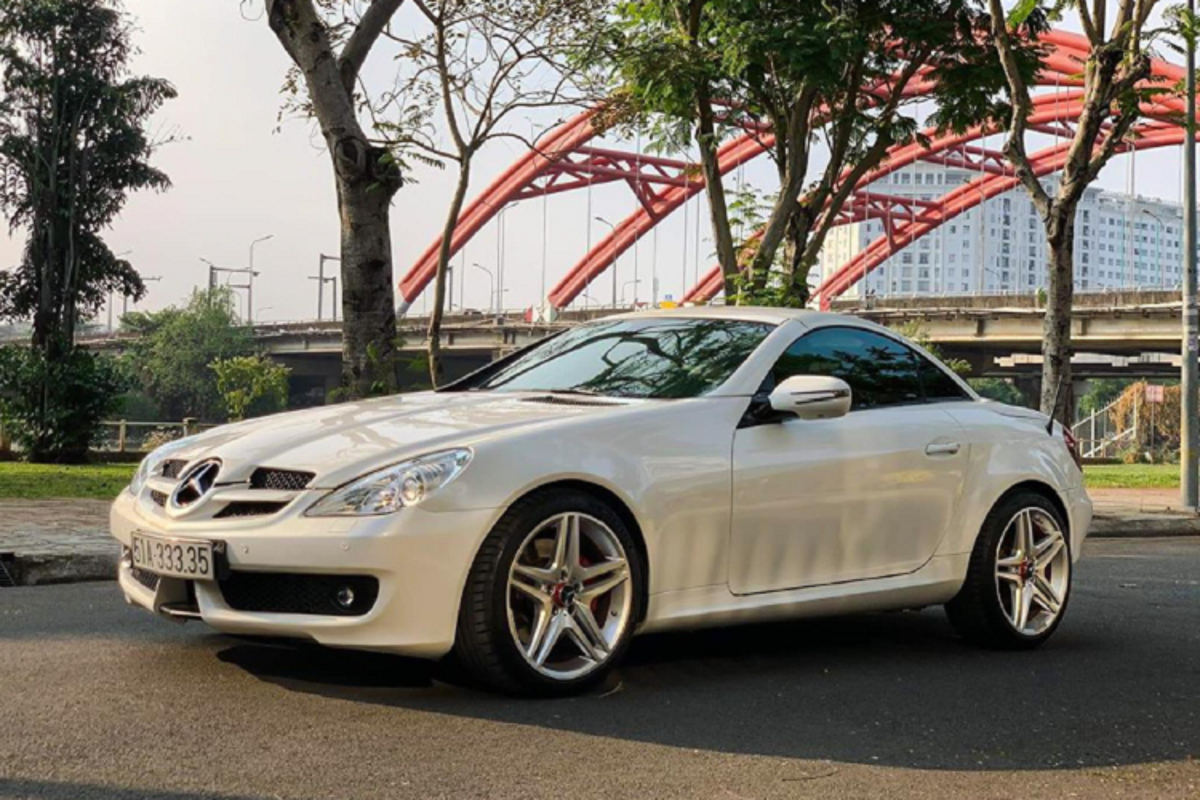 Xe sang Mercedes-Benz SLK 350 mui tran chi 888 trieu o Sai Gon-Hinh-9