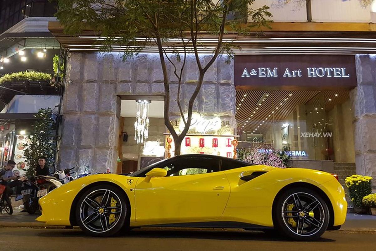 Phan Hoang cuoi Ferrari 488 GTB 15 ty xuong pho choi Tet-Hinh-5