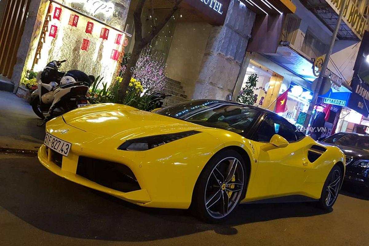 Phan Hoang cuoi Ferrari 488 GTB 15 ty xuong pho choi Tet