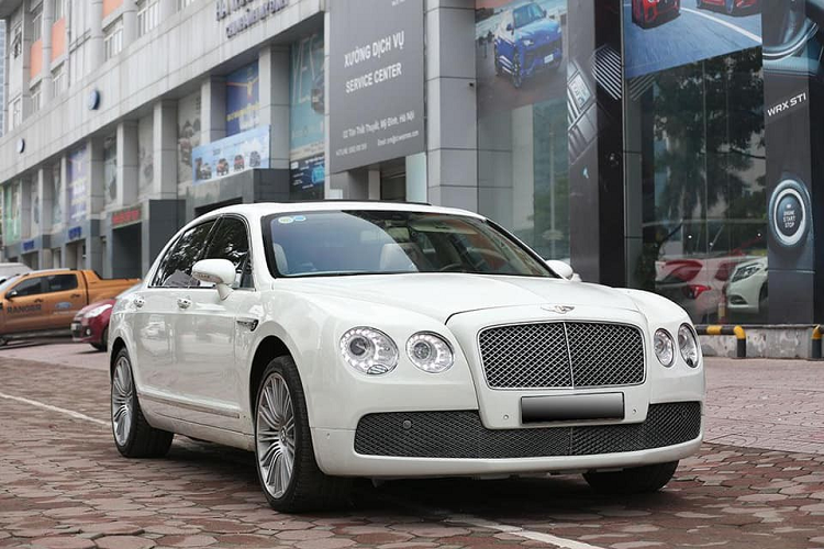 Can canh xe sang Bentley Flying Spur chi 3 ty dong o Ha Noi