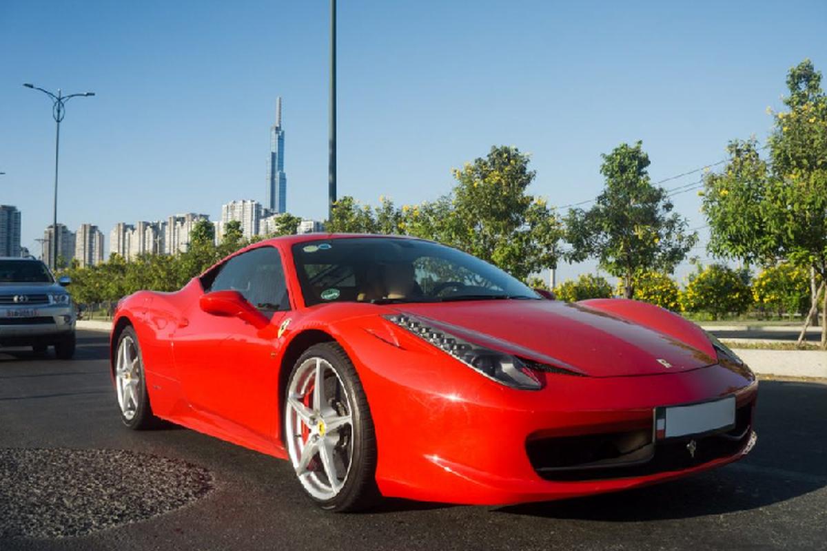 Sieu xe Ferrari 458 Italia tien ty tren pho Sai Gon-Hinh-2