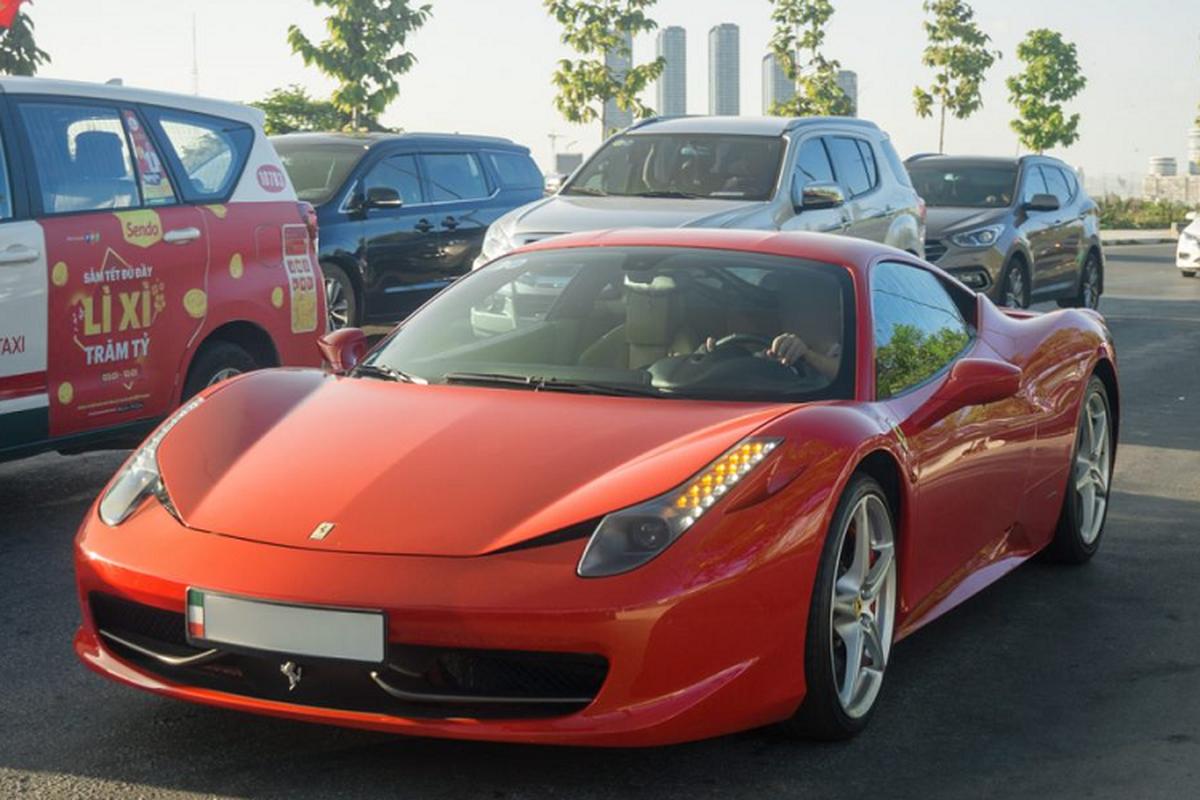 Sieu xe Ferrari 458 Italia tien ty tren pho Sai Gon