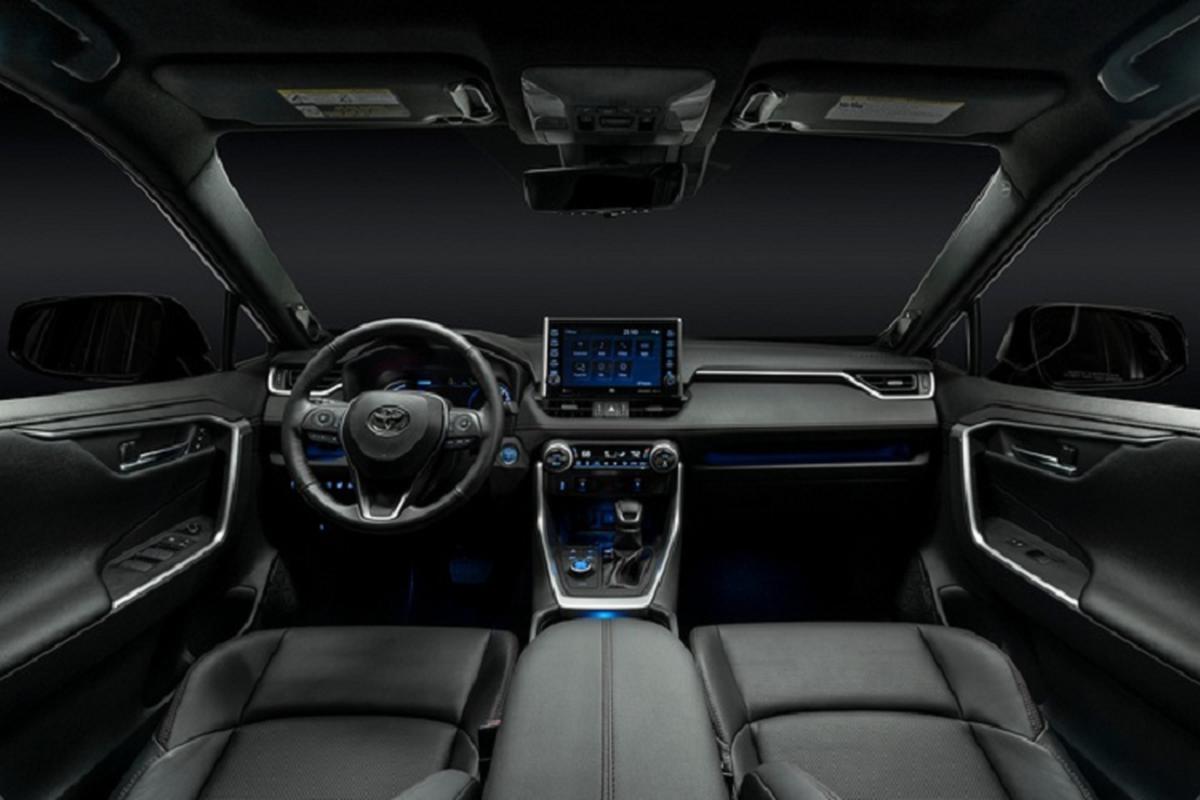 Ra mat Toyota RAV4 Prime PHEV 2021, cam khach cham vao xe-Hinh-4