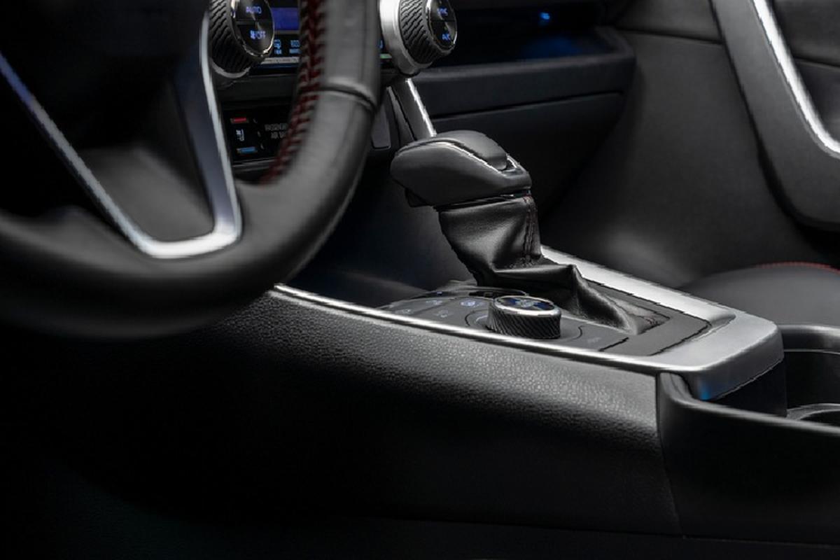 Ra mat Toyota RAV4 Prime PHEV 2021, cam khach cham vao xe-Hinh-7
