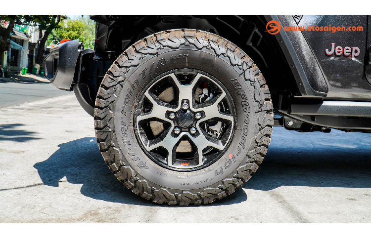 Can canh Jeep Wrangler Unlimited Rubicon hon 4 ty o Sai Gon-Hinh-3