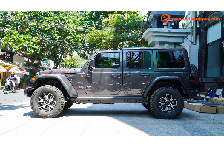 Can canh Jeep Wrangler Unlimited Rubicon hon 4 ty o Sai Gon-Hinh-4