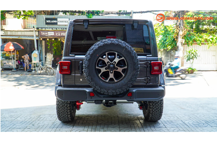 Can canh Jeep Wrangler Unlimited Rubicon hon 4 ty o Sai Gon-Hinh-5