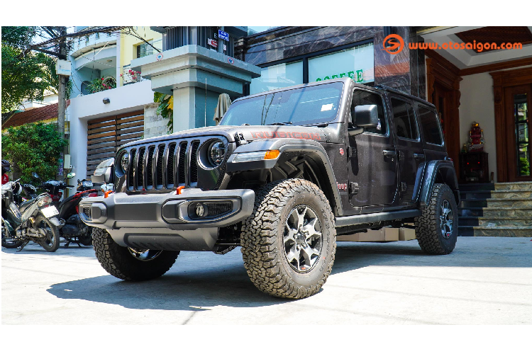 Can canh Jeep Wrangler Unlimited Rubicon hon 4 ty o Sai Gon