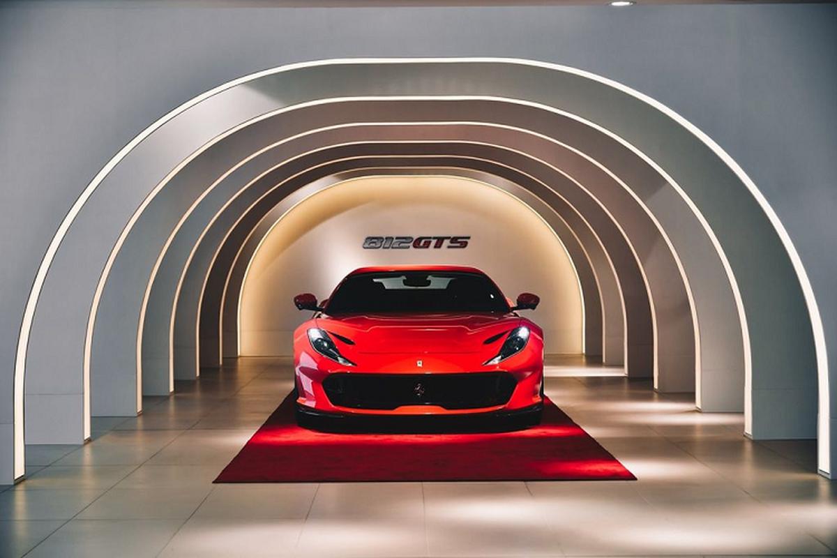 """""""Xe nha giau"""" Ferrari 812 GTS den Hong Kong, tu 17 ty dong"""