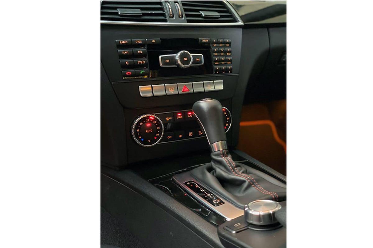 Can canh Mercedes-Benz C300 AMG Plus chi 860 trieu o Sai Gon-Hinh-5