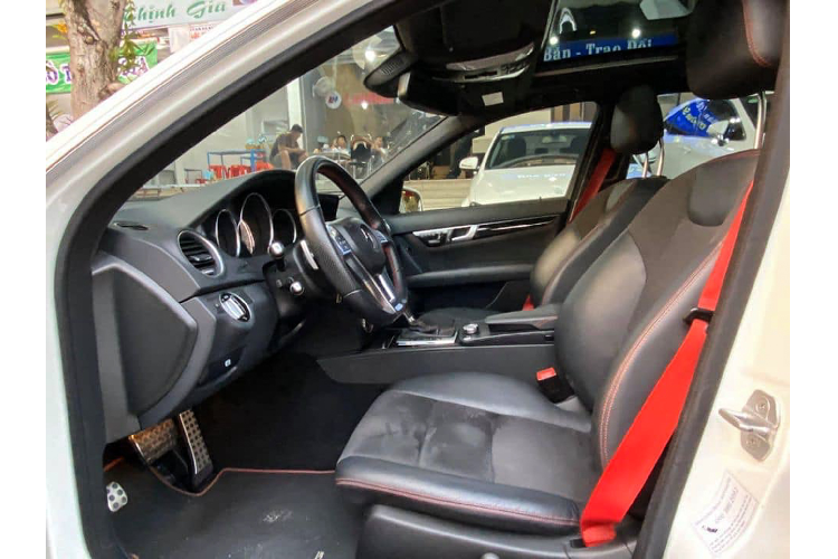 Can canh Mercedes-Benz C300 AMG Plus chi 860 trieu o Sai Gon-Hinh-6