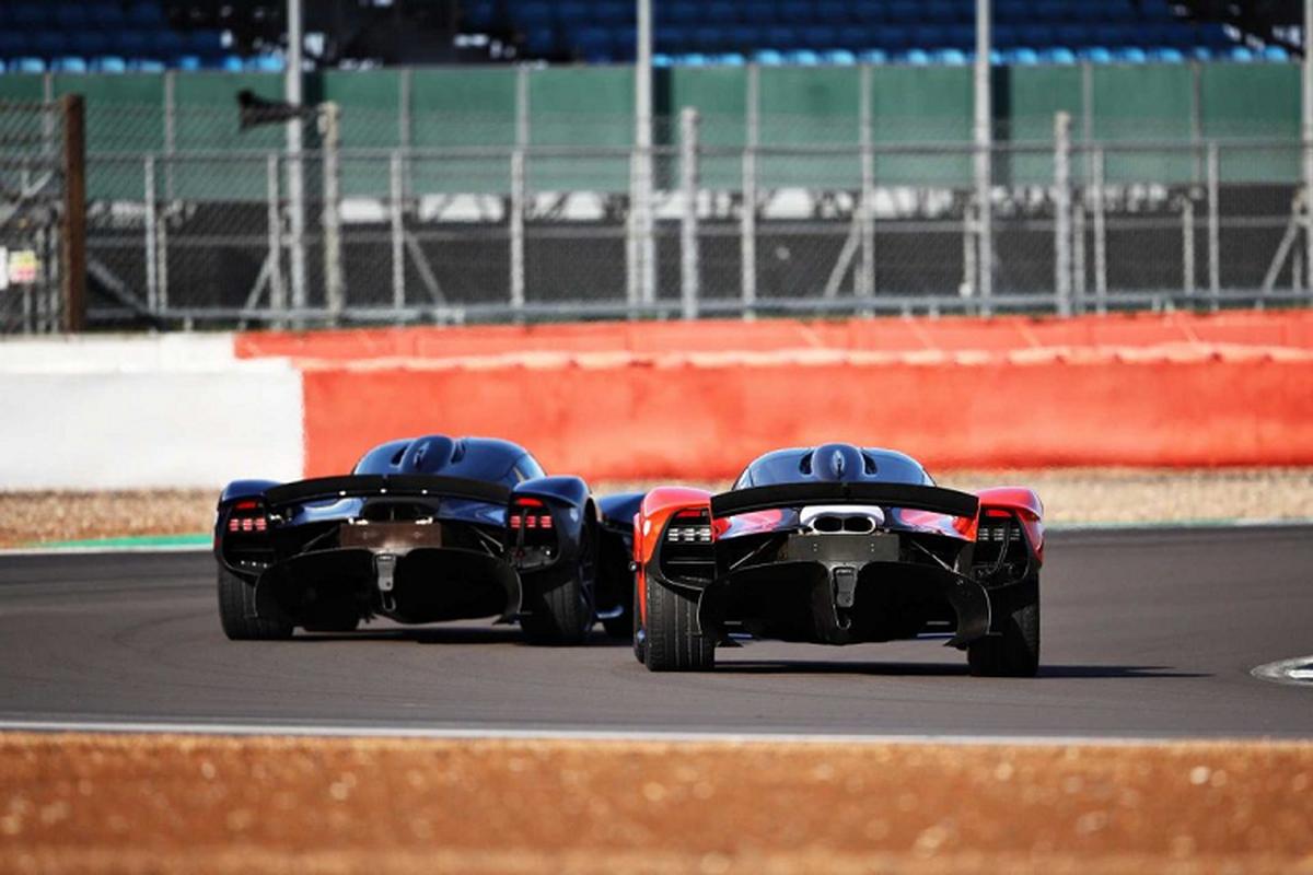 Hai tay dua F1 cam lai Aston Martin Valkyrie tren duong dua-Hinh-2