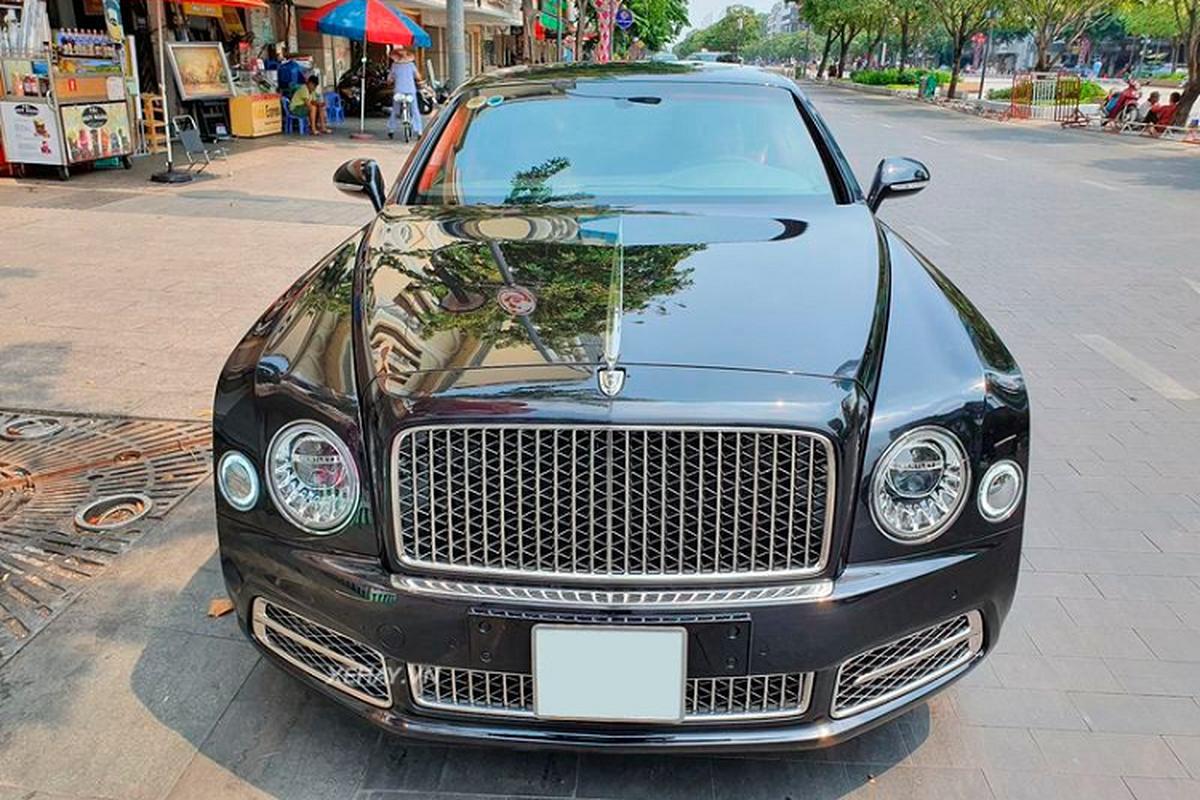 Bentley Mulsanne W.O. Edition doc nhat Viet Nam tren pho Sai Gon