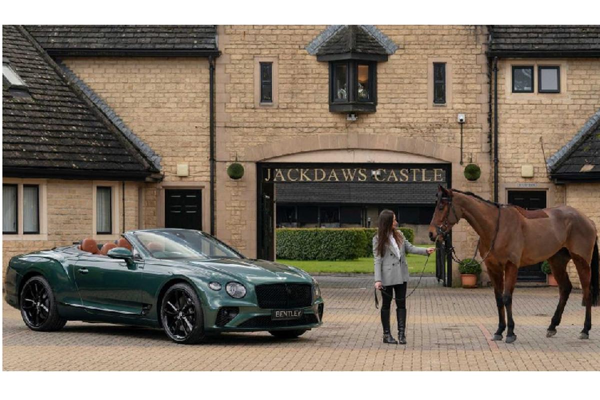 """Ra mat Bentley Continental GT Convertible dac biet """"Equestrian"""""""