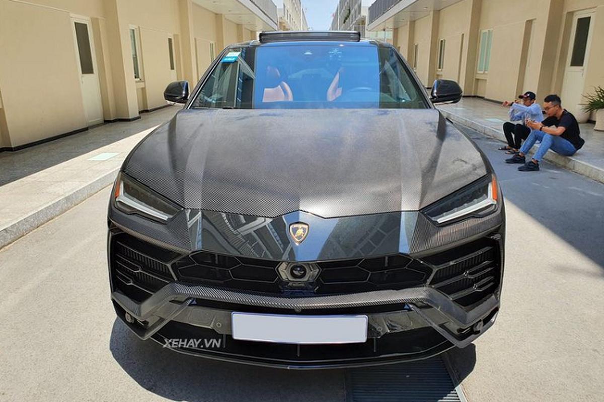 Lamborghini Urus hon 20 ty khoac ao