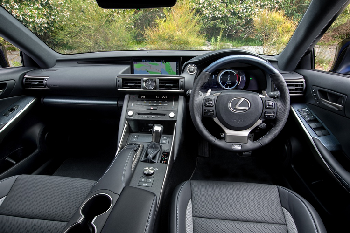 Ra mat Lexus IS 300 va 350 dac biet, gioi han 150 chiec-Hinh-5