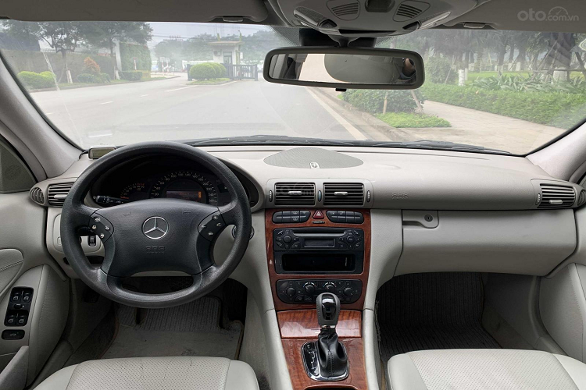 Xe sang Mercedes C 180 cu chi 175 trieu dong tai Ha Noi-Hinh-2