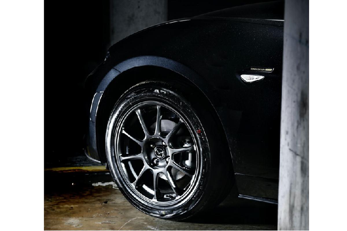 Ra mat Mazda MX-5 Eunos Edition moi chi 900 trieu dong-Hinh-8
