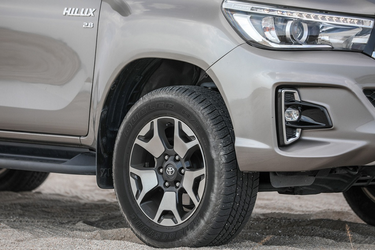 Toyota Hilux 2020 moi - thay doi dien mao, tinh chinh dong co-Hinh-3