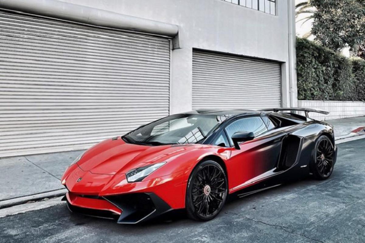 Chris Brown lai thay ao cho Lamborghini Aventador SV Roadster