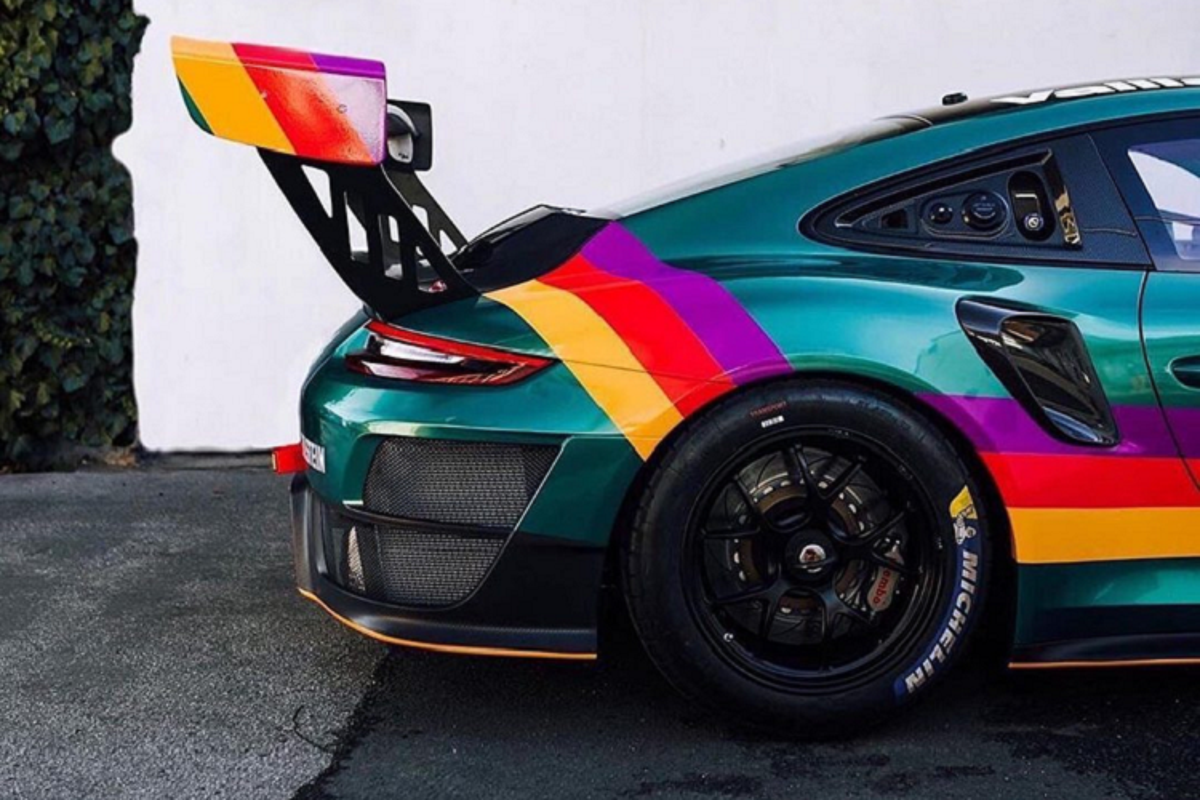 "Porsche 911 GT2 RS Clubsport ""Vaillant"" khoac mau ao huyen thoai-Hinh-4"
