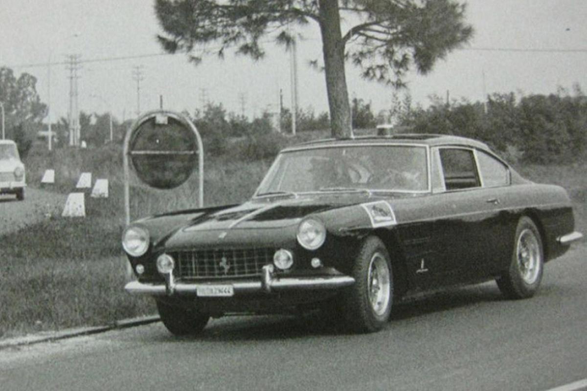 Dau gia sieu xe Ferrari 250 GTE cua canh sat Rome-Hinh-2
