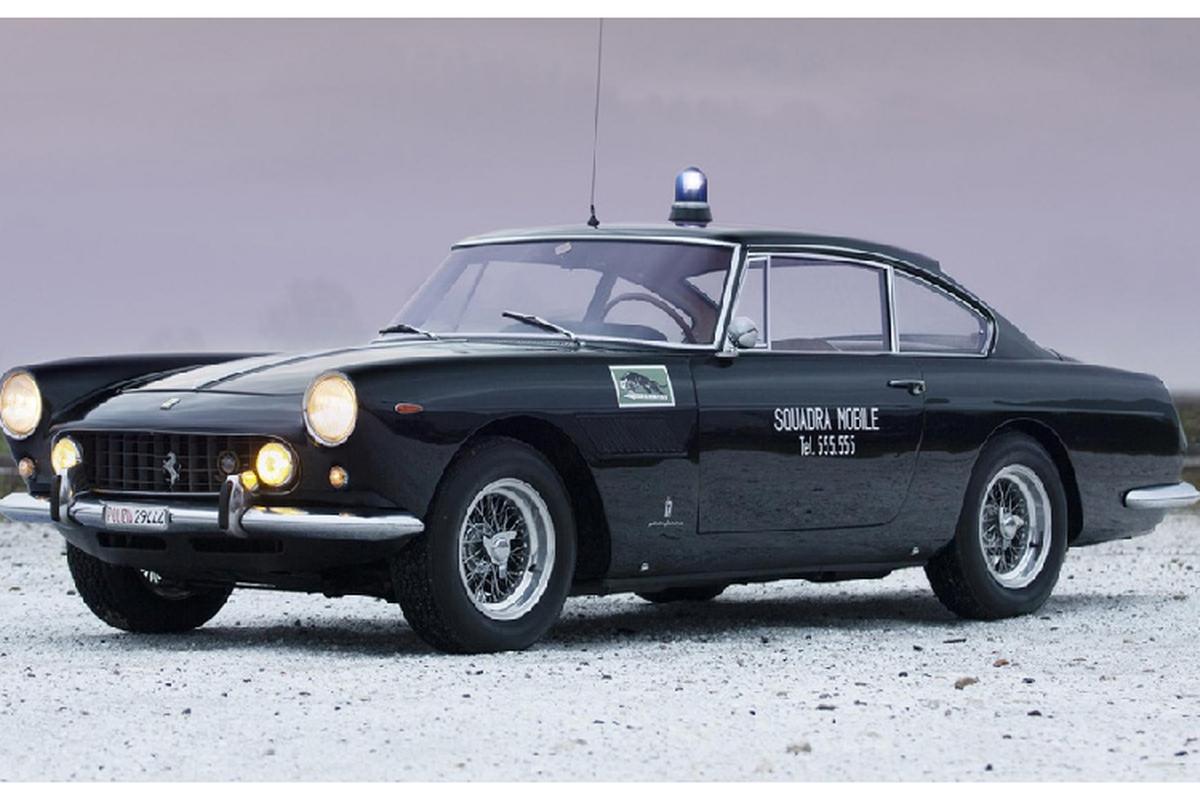 Dau gia sieu xe Ferrari 250 GTE cua canh sat Rome