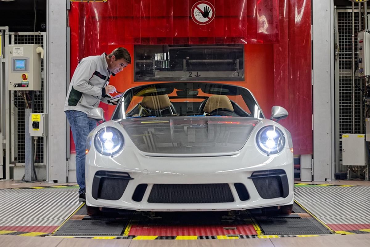 Sieu xe Porsche 911 cuoi cung hon 11,7 ty dong gay quy COVID-19-Hinh-2